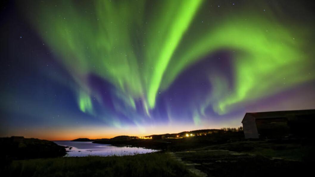 <strong>NORDLYS:</strong> Mange lokkes til Nord-Norge av det unike arktiske lyset - nordlys om vinteren og midnattssol sommerstid. Foto: VISIT BODØ / RUNE NILSEN