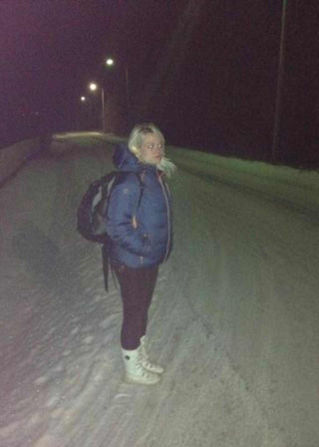 KALD VEI HJEM: Her er Kristel Andrea etter at hun endelig kom hjem fra skolen i går. Foto: Privat