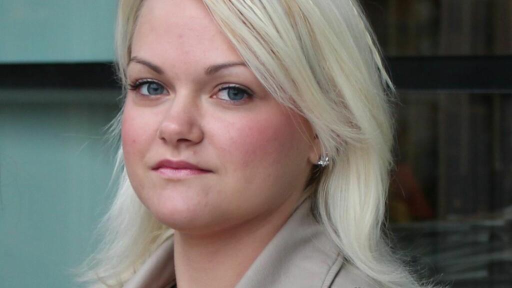 SKOLEELEV: Kristel Andrea Blix Storeide (18) går på skole i et annet fylke enn der hun bor, etter at familien flyttet for ei uke siden. På tross av at hun har busskort for begge fylkene, fikk hun ikke lov til å ta bussen hele veien. Foto: Privat