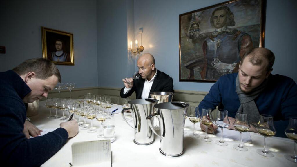 TESTPANELET: Fra venstre Heini Petersen, Richard Juhlin og Amund P. Arnesen. Foto: BJØRN LANGSEM