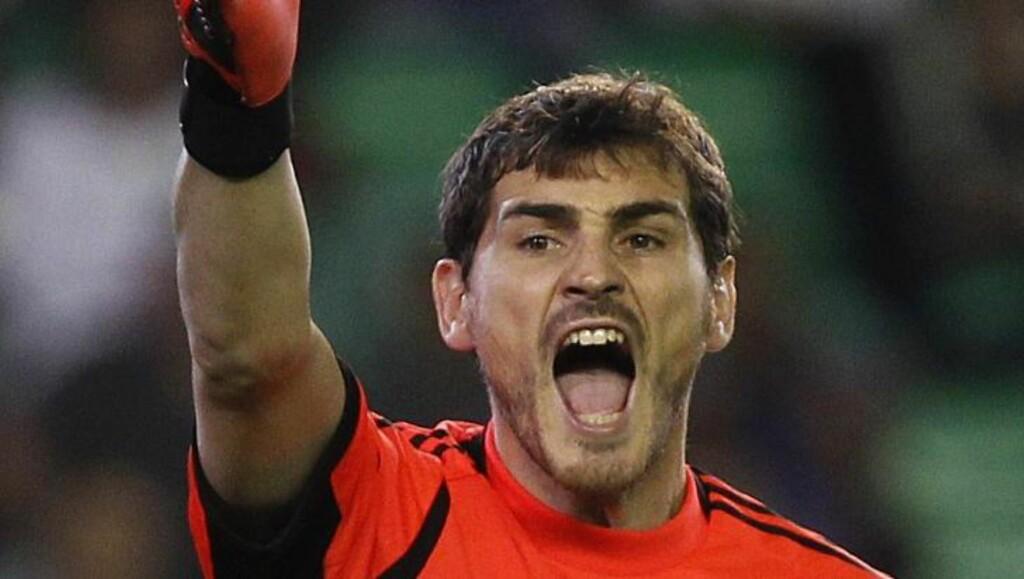 IKKE FORNØYD:  Keeper Iker Casillas ber trener José Mourinho besinne seg offentlig. Foto: NTB Scanpix