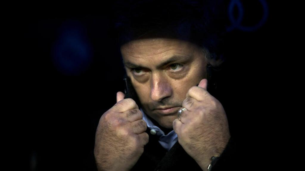 TØFT:  Real Madrid og trener José Mourinho sliter med å levere gode nok prestasjoner denne sesongen. Da begynner det som kjent å murre i en fotballklubb av dette kaliberet. Foto: NTB Scanpix