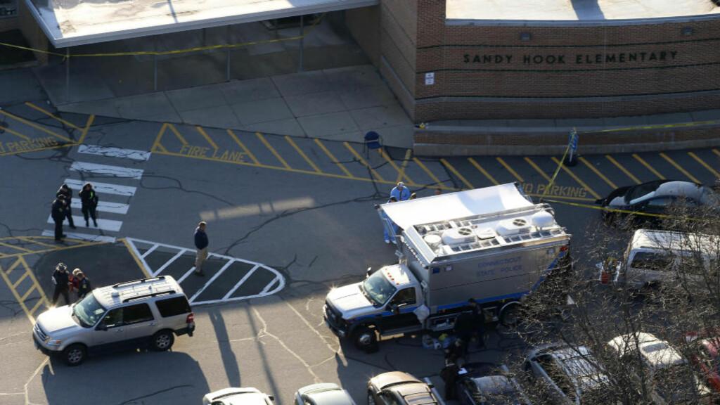 BARNESKOLEN: Skolemassakren på Sandy Hook barneskole tok livet fra 27 personer, 20 av dem var barn på seks og sju år. Foto: AP Photo/Julio Cortez/NTBScanpix