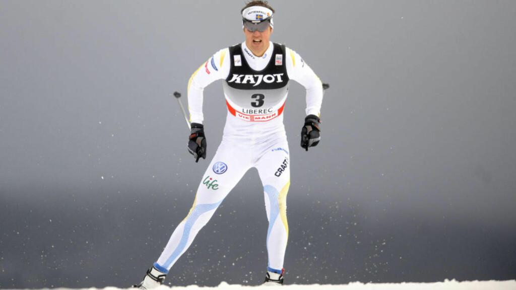TAR PAUSE: Langrennsløper Jesper Modin sliter med en mystisk sykdom og har tatt en pause. Foto: AFP PHOTO / MICHAL CIZEK