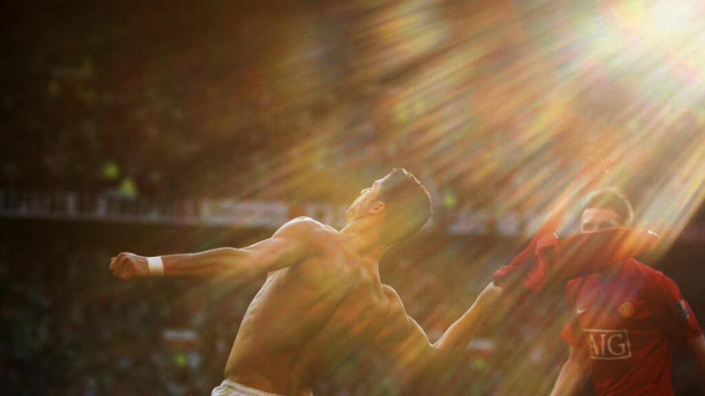 VENDER TILBAKE: Cristiano Ronaldo forlot Manchester United som en av klubbens beste spillere gjennom tidene. Nå vender han tilbake til Old Trafford. Her feirer han en scoring mot Tottenham i april 2009. Foto: (AP Photo/Jon Super)