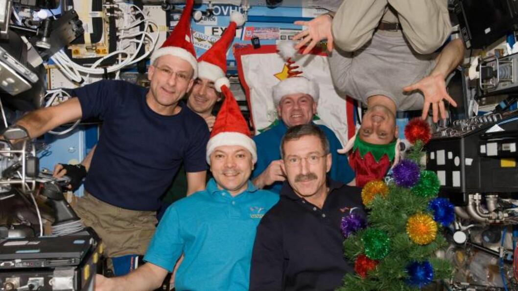 <strong>I FJOR:</strong> Dette bildet ble tatt på den internasjonale romstasjonen (ISS) da «Expedition 30» feiret jul i fjor. Foto: NASA