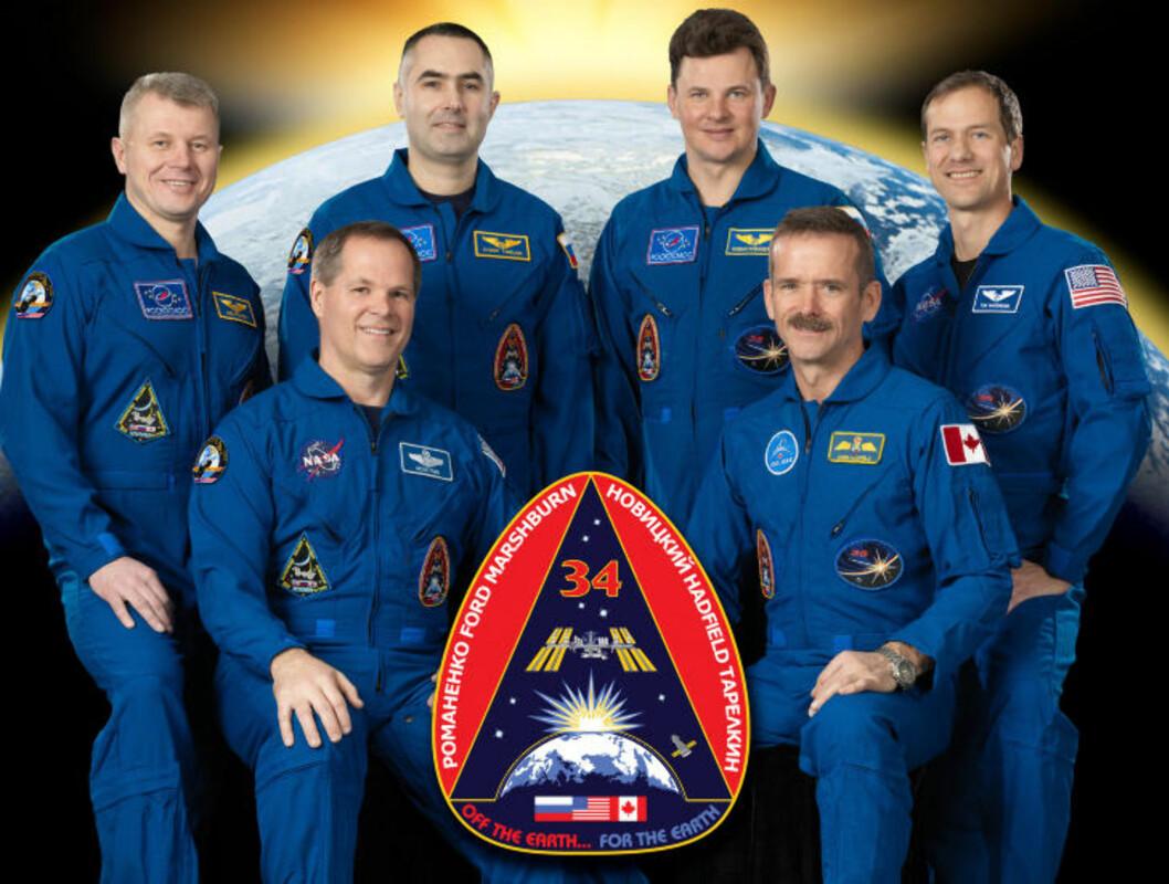 «EXPEDITION 34» Her er Kevin Ford (foran t.v.), kanadiske Chris Hadfield (foran t.h.), (bak f.v.) russerne Oleg Novitskiy, Evgeny Tarelkin, Roman Romanenko og amerikaneren Tom Marshburn. Foto: NASA