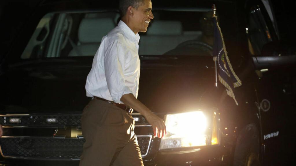 AVBRØT FERIEN: President Barack Obama dro i går til Washington for å forsøke å finne en løsning på USAs budsjettkrise. Foto : AP / Gerald Herbert / NTB Scanpix.