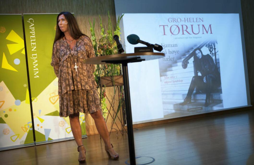 SJAMAN PÅ HØYE HÆLER: Gro-Helen Tørum med i boka «Sjaman på høye hæler». Anders Grønneberg
