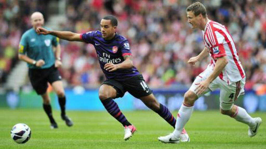 CITY ELLER LIVERPOOL? Theo Walcott har avslått Arsenals kontraktforslag. City og Liverpool er interessert. Foto: AFP PHOTO / GLYN KIRK