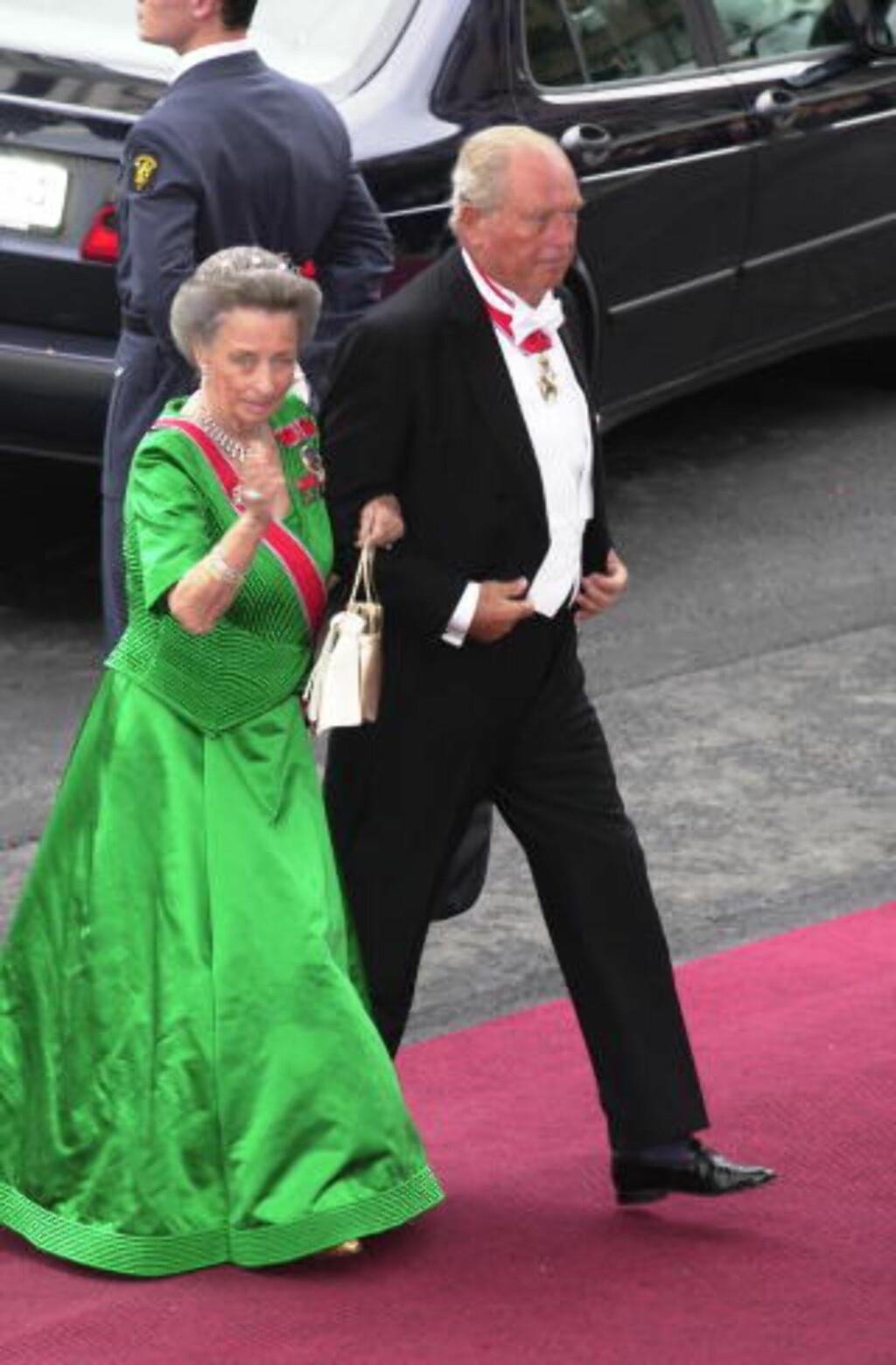 I BRYLLUP: Her er prinsesse Ragnhild og Erling Lorentzen på vei inn til bryllupet til kronprins Haakon og kronprinsesse Mette-Marit. Foto: Robert S. Eik / Dagbladet