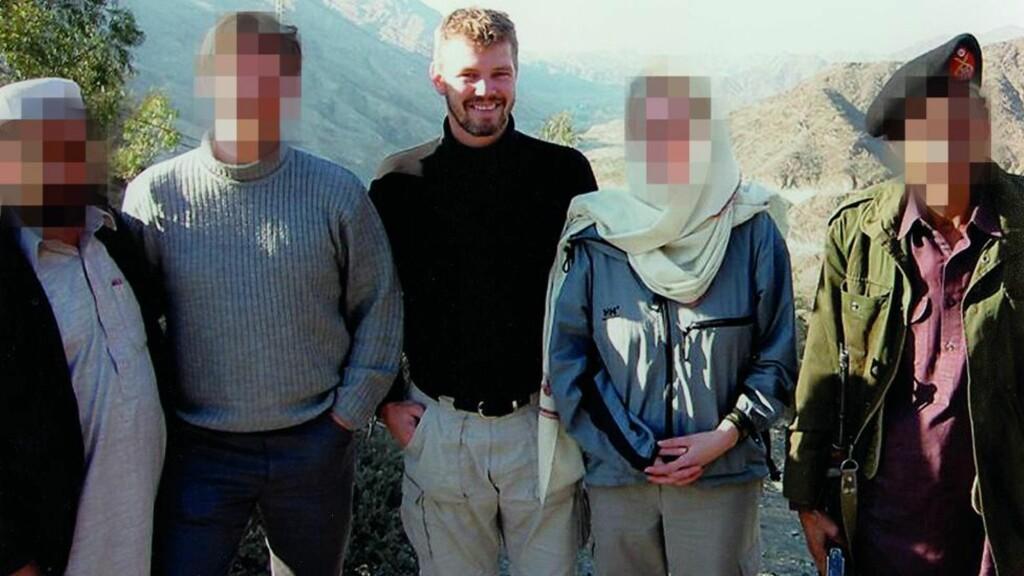 Osama-jakt: Trond Bolle reiste som E14 agent første gang til Afghanistan i 2000. Da hadde allerede jakten på Osama bin Laden startet. Her er han sammen med uidentifiserte vestlige og lokale. Foto: Privat