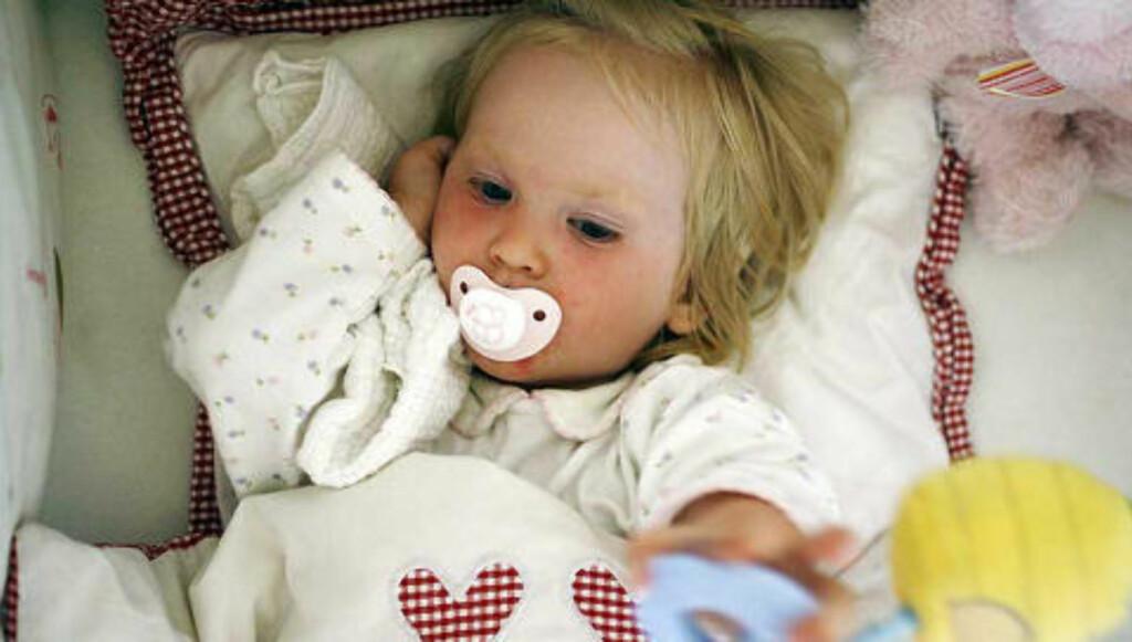 LITEN KROPP: Barn blir mye raskere dehydrerte enn voksne når de er syke. Nettopp derfor er det viktig å fylle på med riktig væske. FOTO: Thinkstockphotos