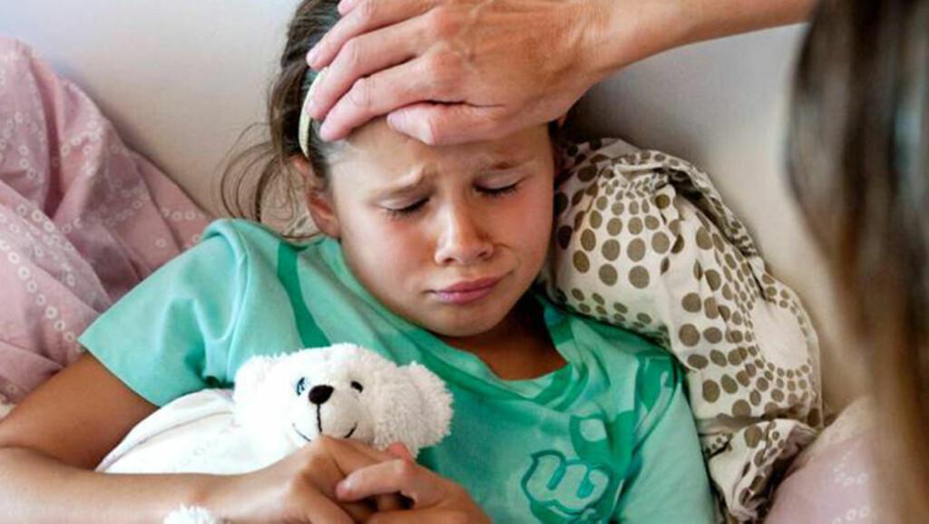 TRENGER KALORIER: Barn som er syke trenger å få i seg kalorier for å bli bedre. Da hjelper det ikke med bare vann eller sukkerfrie drikker. FOTO: Thinkstockphoto