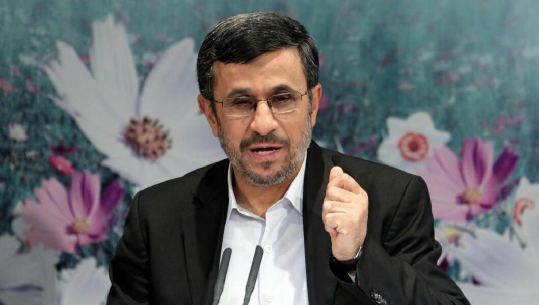 <strong>ØKONOMISK KRISE:</strong> Irans president Mahmoud Ahmadinejad mener landet hans er utsatt for «en psykologisk krig i valutamarkedet». USAs myndigheter mener imidlertid det er Irans egne ledere som må ta skylden for sanksjonene og den økonomiske krisen som har oppstått. Foto: ABEDIN TAHERKENAREH / EPA / NTB SCANPIX