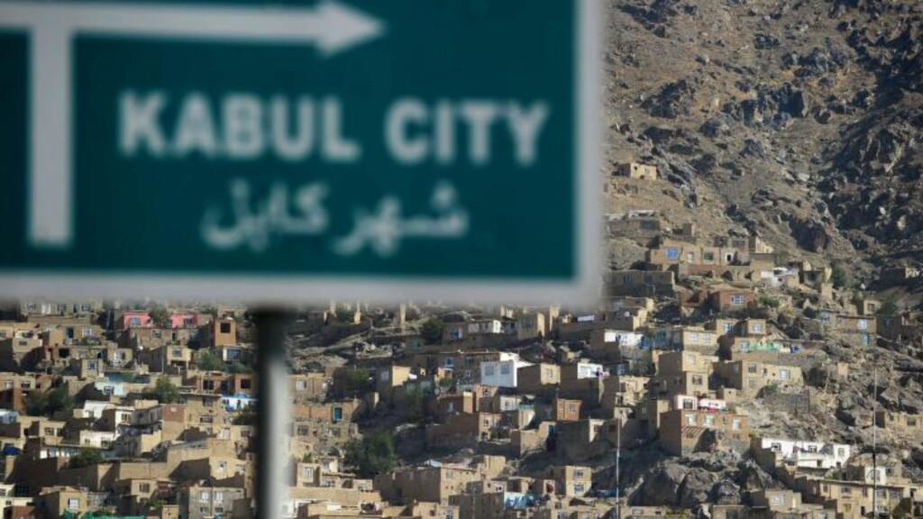 I FATTIGDOM: Ifølge Verdensbanken lever en million innbyggere under fattigdomsgrensa i Kabul. De resterende fire millioner innbyggerne kan også få det tøft når økonomisk bistand fra verdenssamfunnet er ventet å tørke inn de neste to åra. Foto: NTB Scanpix /AFP PHOTO / ROBERTO SCHMIDT