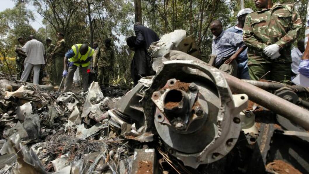 <strong> ALLE SEKS OMKOM:</strong>  Vrakdelene ettter det kenyanske politihelikoptere lå konsentrert.  DAI KUROKAWA, EPA/NTB SCANPIX.