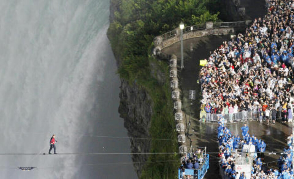 Tightrope walker Nik Wallenda walks the high wire from the U.S. side to the Canadian side over the Horseshoe Falls in Niagara Falls, Ontario, June 15, 2012.   REUTERS/Mark Blinch (CANADA  - Tags: SOCIETY)