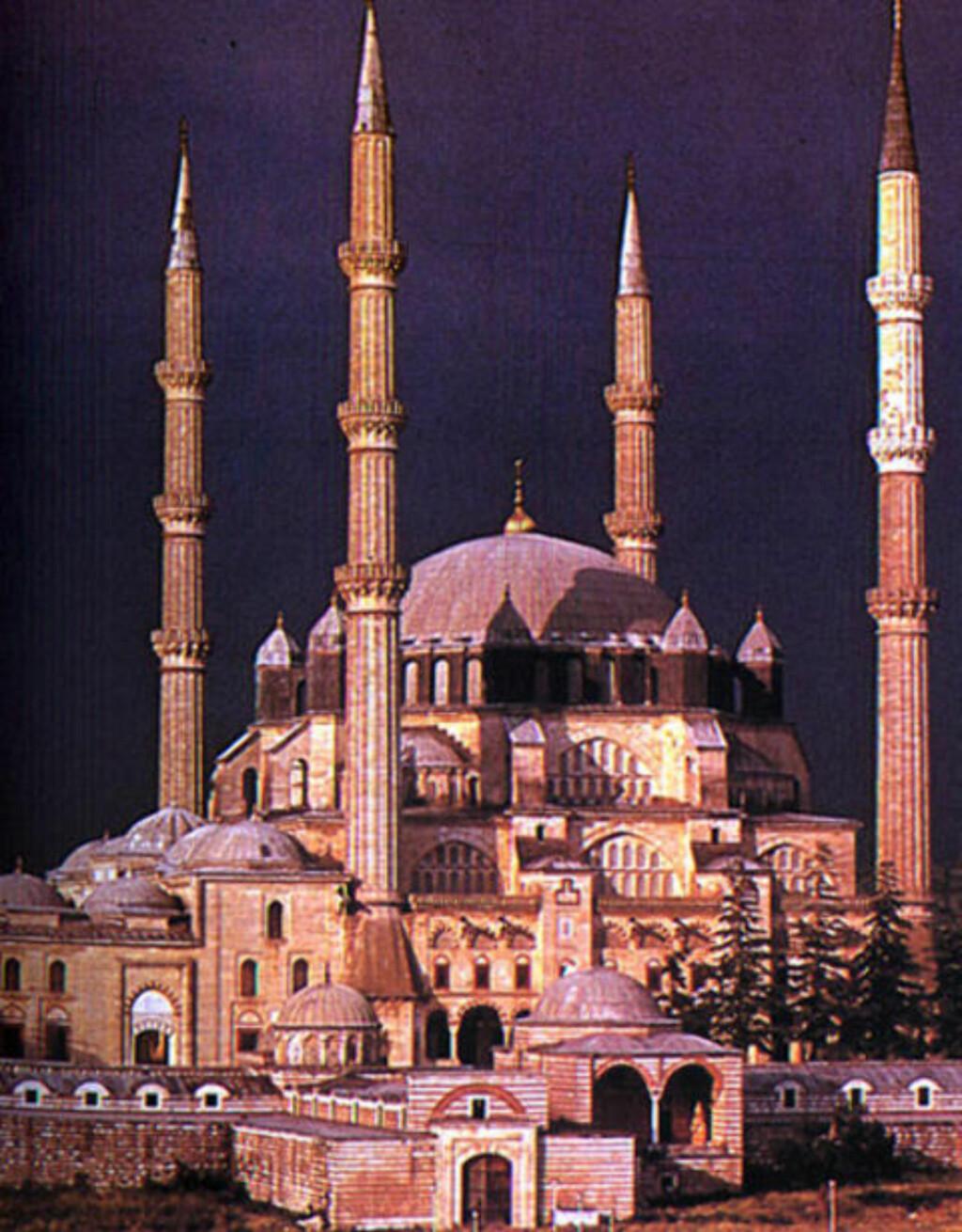 VAKKER: Selimiye-moskeen i Tyrkia er designet av arkitekten Mimar Sinan. © Foto: Life and Travel