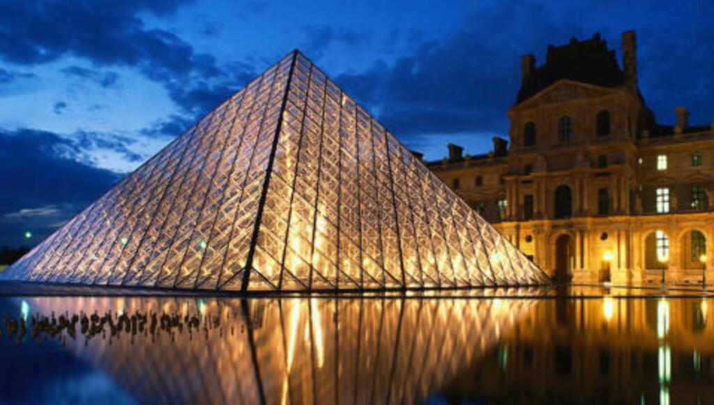 LOUVRE: Kinesiske Leoh Ming Pei er arkitekten bak den unike glasspyramiden ved et av verdens mest kjente museer. Foto: Colourbox