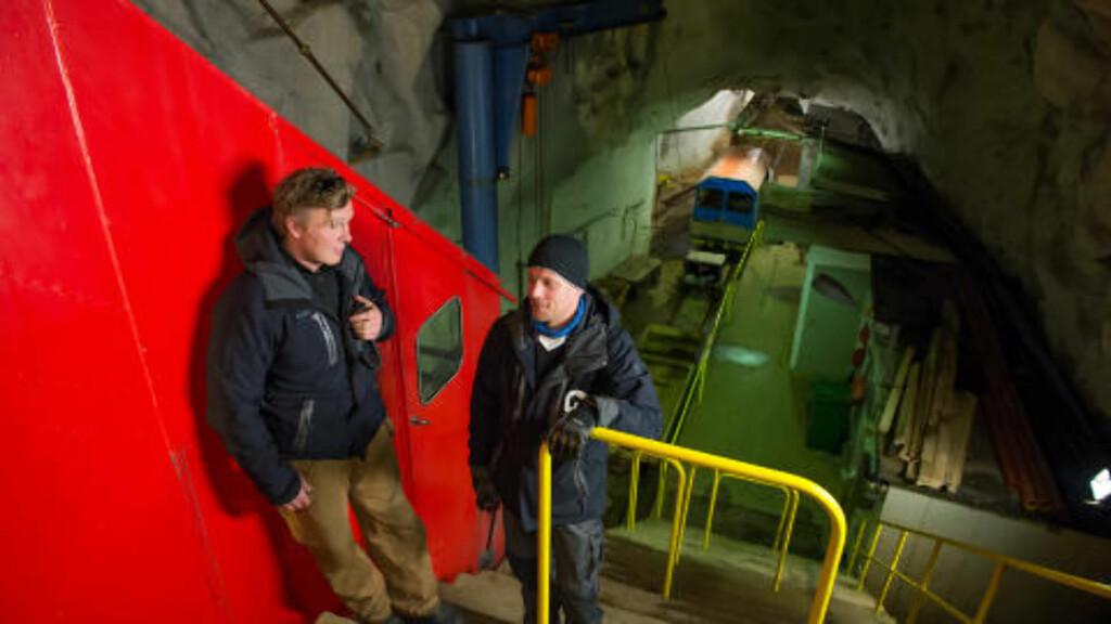 PLASS TIL FLERE: Driftsleder for Gaustabanen Vidar Zcimarzceck og banemedarbeider Thor-Erik Skårdal, ønsker flere velkommen inn i fjellet. Foto: ROGER BRENDHAGEN