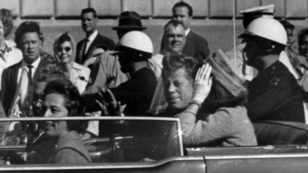 <strong>ETT MINUTT FØR:</strong> Da dette bildet ble tatt i Dallas, Texas, i 1963, var det omtrent ett minutt til presidenten ble skutt og drept. Foto: Scanpix