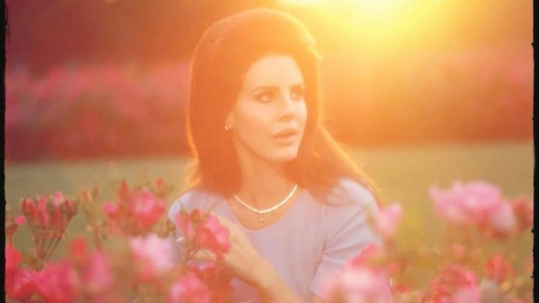 <strong>«JACKIE O»:</strong> Lana Del Rey (26) i rollen som den ikoniske presidentfrua Jacqueline «Jackie O» Kennedy Onassis i sin siste musikkvideo til låta «National Anthem». Foto: Faksimile «National Anthem» / YouTube