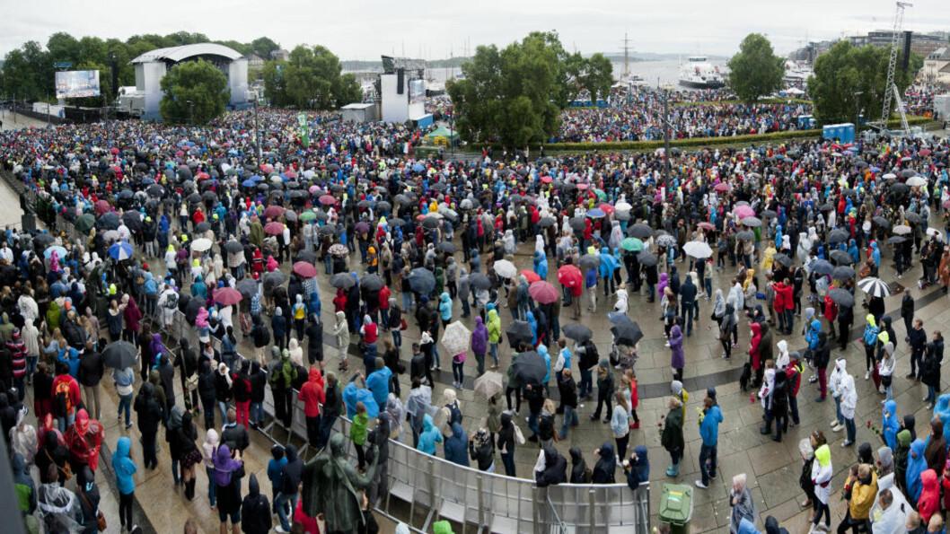 <strong>STORT OPPMØTE:</strong> Over 50 000 mennesker møtte opp på ettårsdagen etter terrorangrepet. Foto: Benjamin A. Ward/Dagbladet