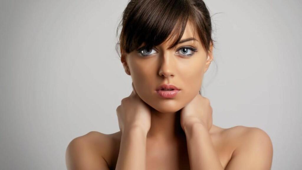EN AV FEM: En av fem har kroniske nakkesmerter, det vil si smerter i mer enn tre måneder. Verst rammet er kvinner og yrkesaktive, viser forskning. ILLUSTRASJONSFOTO: Scanstockphoto.com