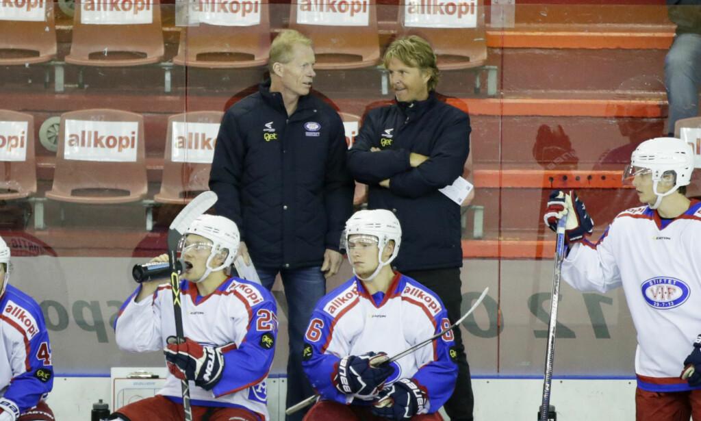 FORNØYD: Manager  Espen Shampo Knutsen  og trener Roy Johansen fikk se et Vålerenga-lag vinne 2-0. Foto: Berit Roald / NTB scanpix