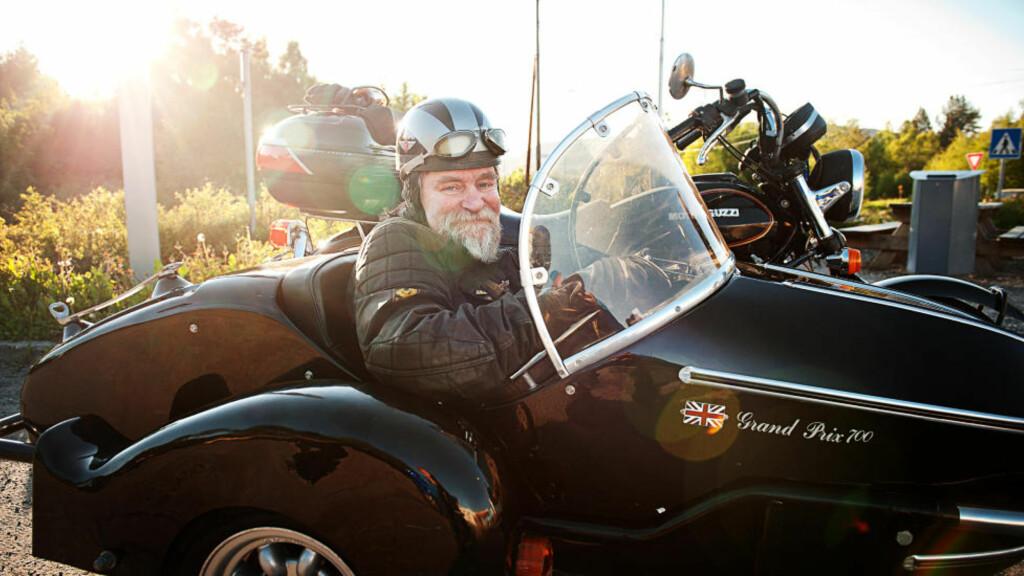 FORTSATT PÅ HJUL: Palle Rasmussen fikk slag og ble lam i 2006. Det har ikke stoppet ham fra å dyrke motorsykkelinteressen. Foto: ERIK BIRKELAND