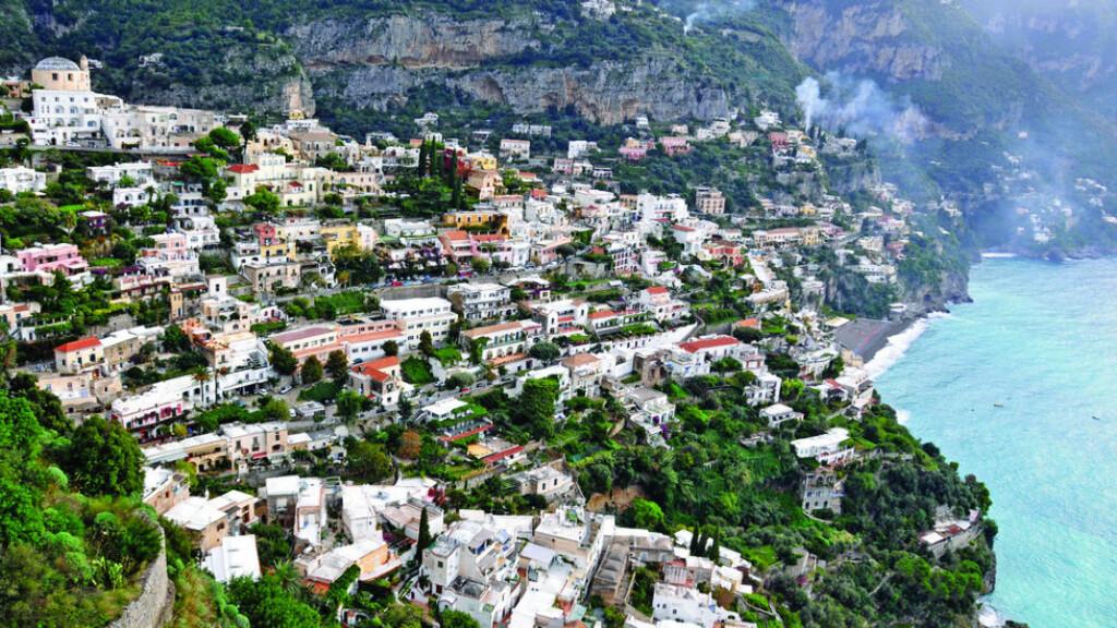 NUMMER EN:  De smale, svingete veiene ved Amalfikysten i Italia vant kåringen. Foto: Dennis Jarvis / Creative Commons  (CC BY-SA 2.0)