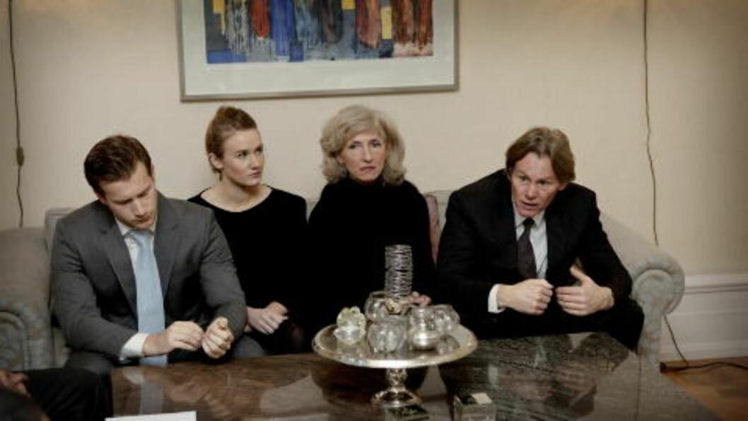 <strong>ETTERLATTE:</strong> Familien til avdøde Martine Vik Magnussen, (f.v) Magnus (bror), Mathilde (søster),Kristin Vik (mor) og Odd Petter Magnussen (far), har kjempet for rettferdighet i saken. Foto: Lars Eivind Bones / Dagbladet
