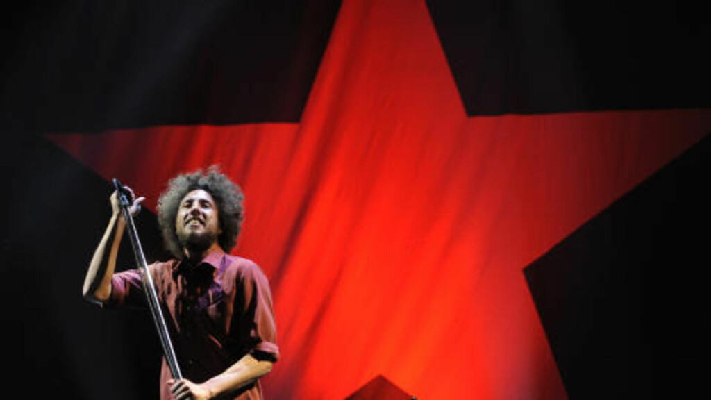RØDT FORBILDE: Ifølge Fox News liker Paul Ryan å høre på Rage Aganinst the Machine og Led Zeppelin. Rage Against the Machine er for øvrig kjent for venstrepolitisk aktivisme. Her er frontfiguren i bandet - Zack de la Rocha . Foto: AP / CHRIS PIZZELLO