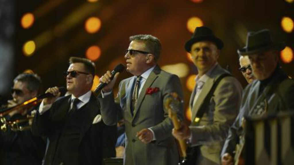 OPPTRÅDTE: Den britiske gruppa Madness sang låta «Our House». Foto: AFP PHOTO / LEON NEAL / NTB Scanpix