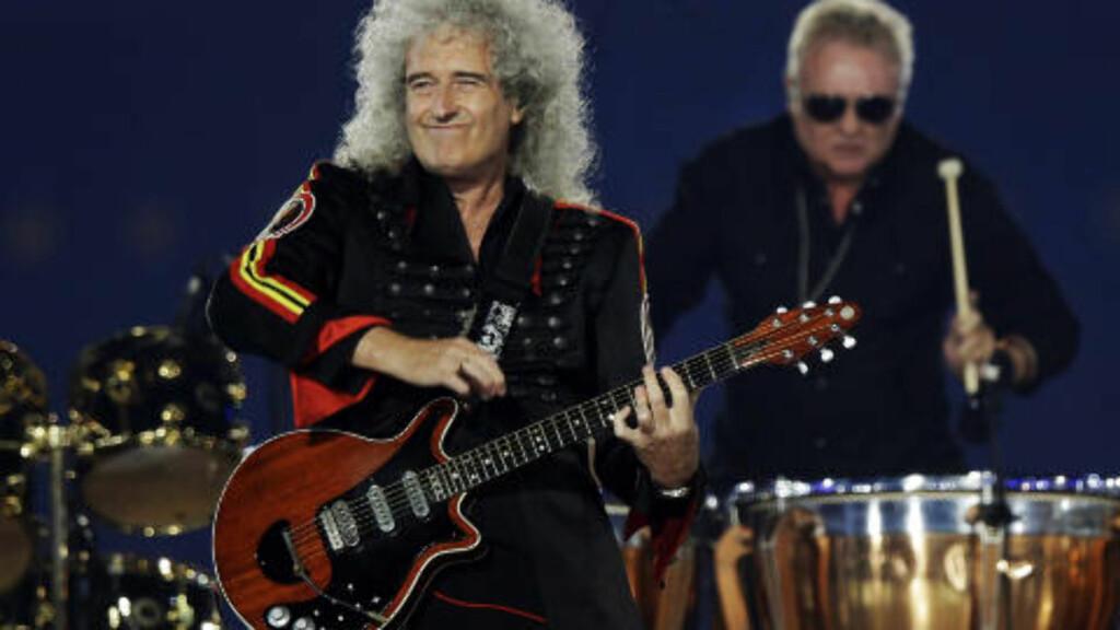 QUEEN: Queen-gitarist Brian May hedret Freddie Mercury sammen med Roger Taylor. Foto: AP Photo / Charlie Riedel / NTB Scanpix