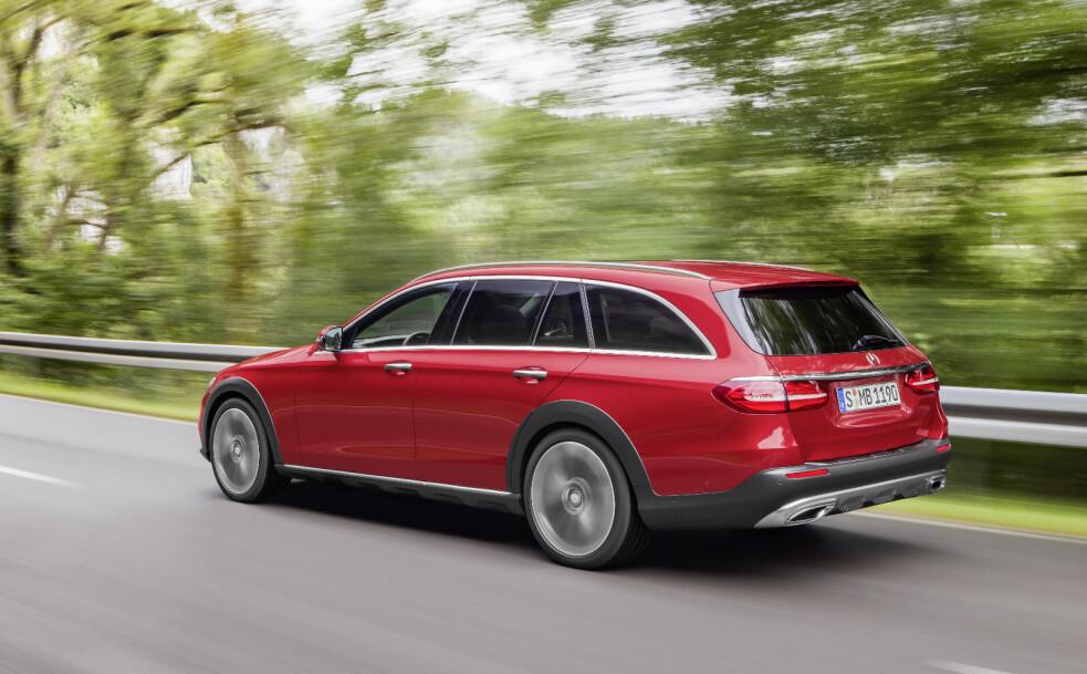 <strong>VIL TRUE AUDI:</strong> Audi var tidlig ute med en stasjonsvogn med SUV-look, men nå hardner konkurransen betydelig til. Det er bare kort tid siden Volvo viste sin nye V90 Cross Coutry, og nå følger Mercedes-Benz opp med en All-Terrain-versjon av nye E-klasse. FOTO: Daimler