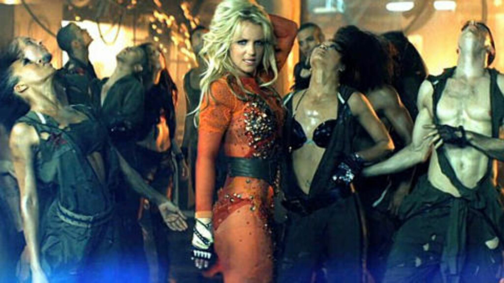 JORDENS UNDERGANG: Britney Spears i musikkvideoen til «Till the world ends». Foto: Stella Pictures