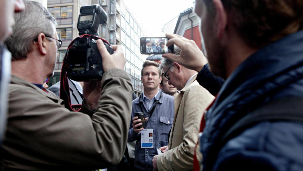 I KØ:  Eskil Pedersen, leder i AUF på morgenen før retten er satt. Her står han i kø for sikkerhetskontroll. Foto: Lars Eivind Bones / Dagbladet