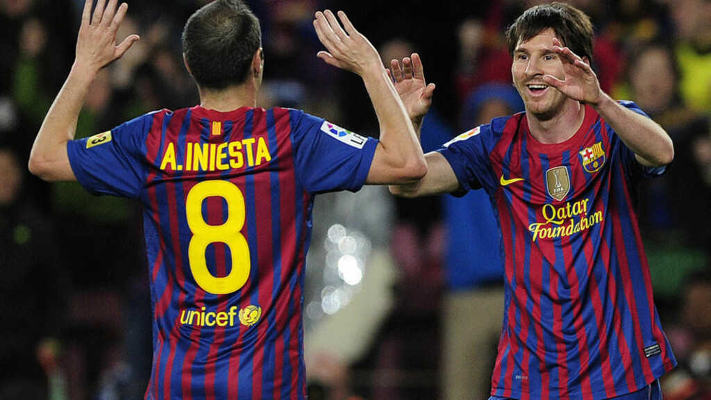 KLAR FOR STORKAMP: Barcelona, her ved Lionel Messi og Andres Iniesta, møter Chelsea i London i kveld. Foto: AFP PHOTO/ JOSEP LAGO