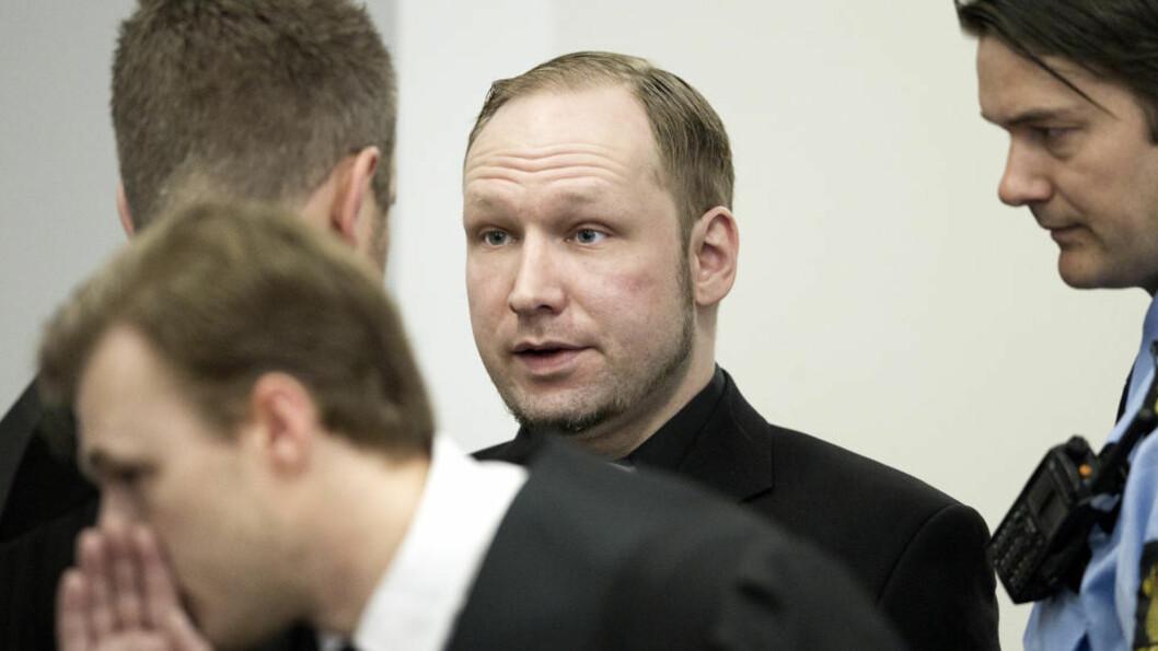 KONTAKTER AVSLØRT? Anders Behring Breiviks hemmelige serbiske kontakter kan være avslørt. Her er Breivik da han ankom retten i sal 250 i Oslo tinghus i dag. Foto: Bjørn Langsem / Dagbladet.  fredagsbilde