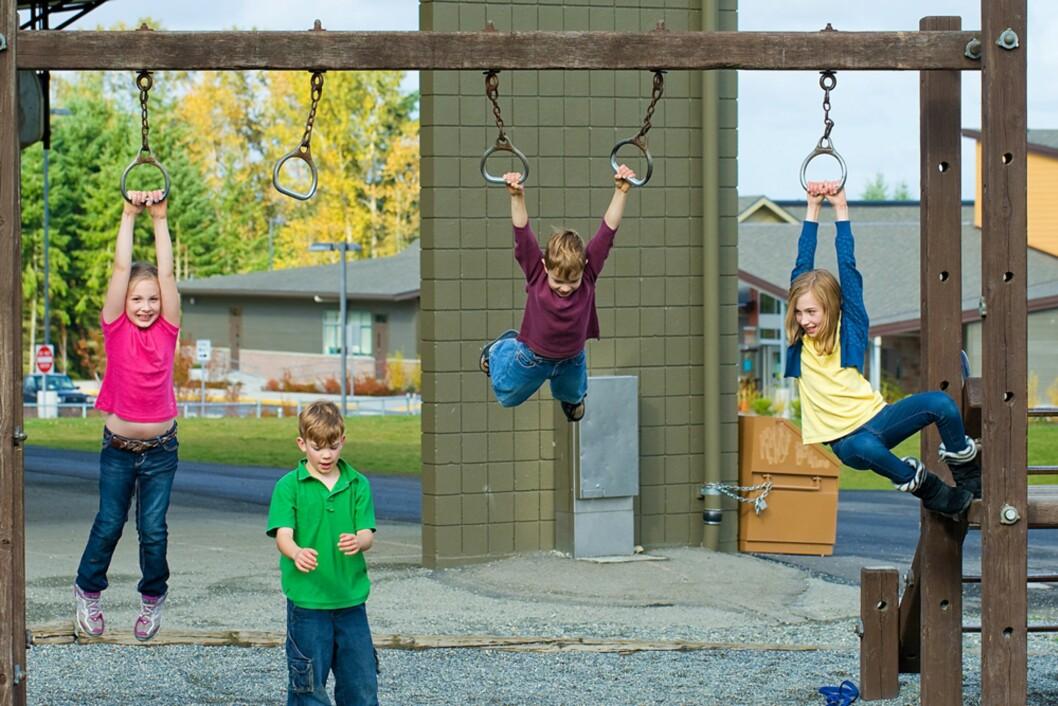AKTIVE BARN: De fleste voksne vil slite med å holde tritt med en gjeng åtteåringer gjennom en hel dag. Foto: NTB Scanpix