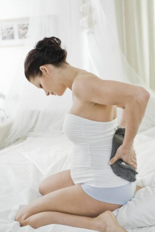 SMERTER: De første symptomene på bekkenløsning kan være smerter når du går står eller sitter.  Foto: NTB scanpix