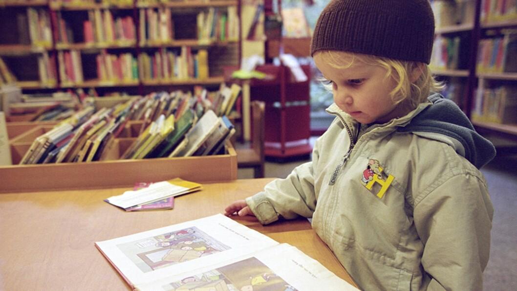 <b>LÆRE Å LESE FØR SKOLESTART?</b> Motivasjon til å lære er det viktigste, mener ekspertene vi har snakket med.  Foto: NTB Scanpix