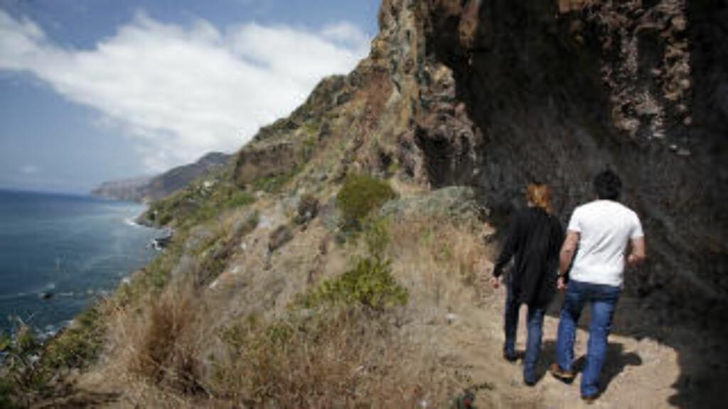 BRATT: Denne stien er hogd ut i fjellet og var i sin tid den eneste forbindelsen mellom landsbyer på vestsiden av Madeira.