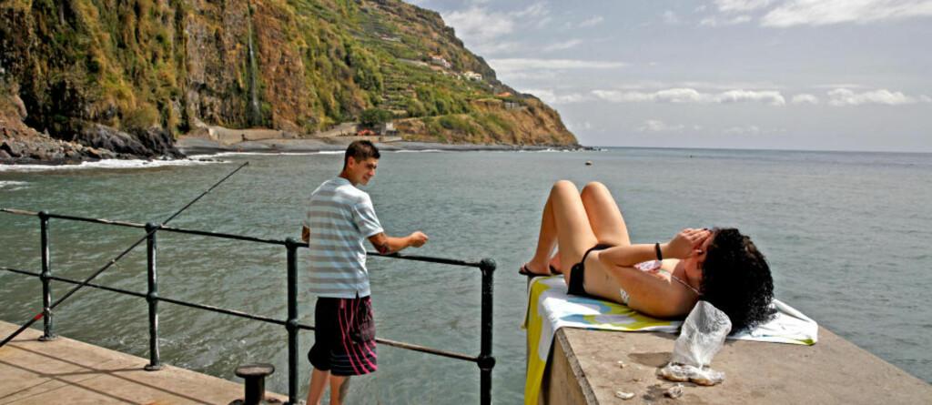 NAPP: Ungdommene Maria og Jorge fra Ribeira Brava koser seg på søndagstur i den ville Madeira-naturen. Alle foto: EIVIND PEDERSEN