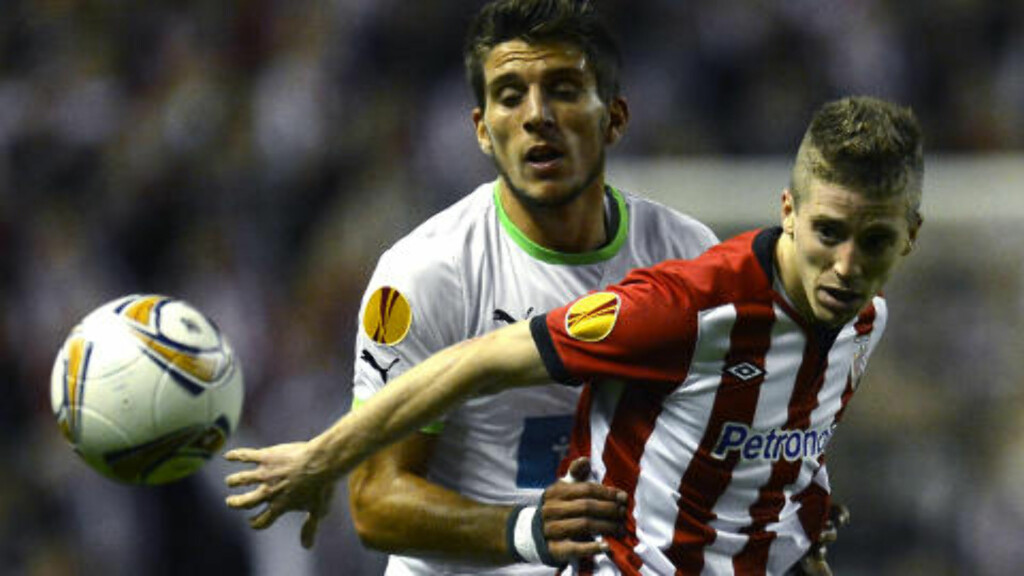 DUELL: Athletic Bilbaos Iker Muniain og Sportings Daniel Carrico. Foto: REUTERS/Felix Ordonez