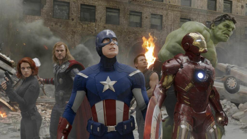 SMIL: Folka i «The Avengers» har all grunn til å smile, selv om de ikke gjør det på dette bildet. Fra venstre Scarlett Johansson, Chris Hemsworth, Chris Evans, Jeremy Renner, Robert Downey Jr. og Mark Ruffalo. Foto: Marvel Studios/Reuters/NTBscanpix