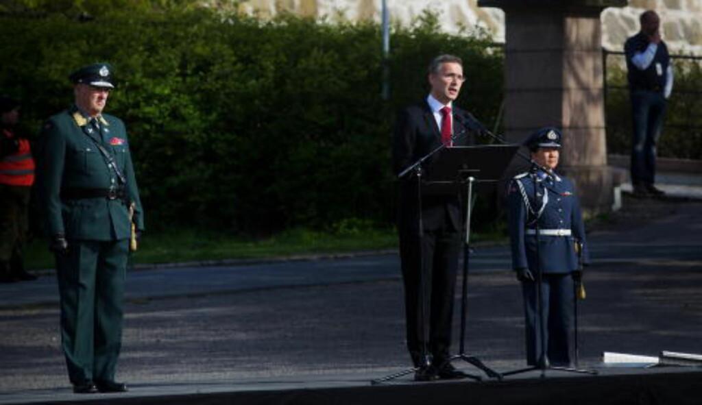 TALE: Statsminister Jens Stoltenberg holder tale med kong Harald ved sin side, i forbindelse med frigjøringsdagen og nasjonal veterandag. Foto: Kyrre Lien / NTB scanpix