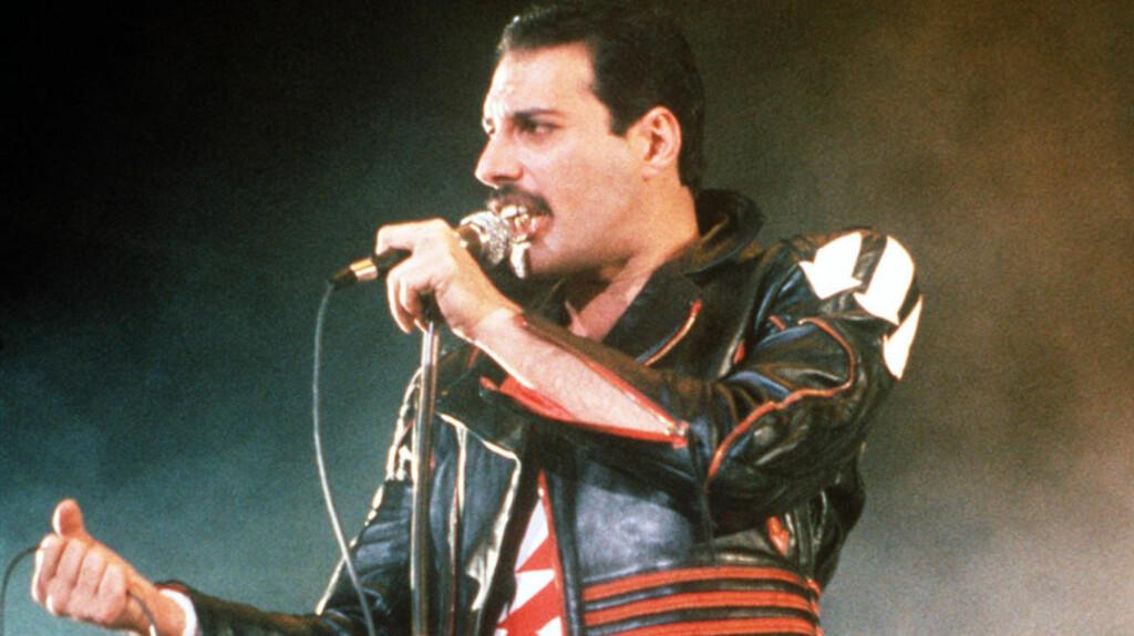 GJENOPPSTÅR: Freddie Mercury døde 24. november 1991. Nå vil hans bandkamerater i Queen ha ham opp på scenen igjen. Foto: Gill Allen/AP/NTBscanpix